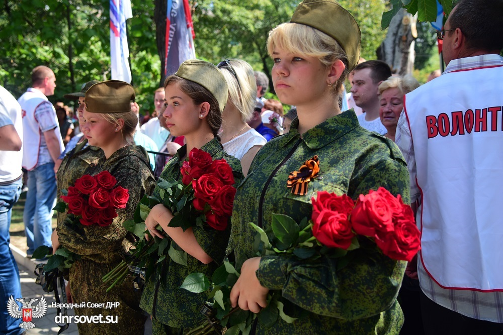 Денис Пушилин принял участие в открытии памятника погибшим в ходе военных действий горловчанам (фоторепортаж)