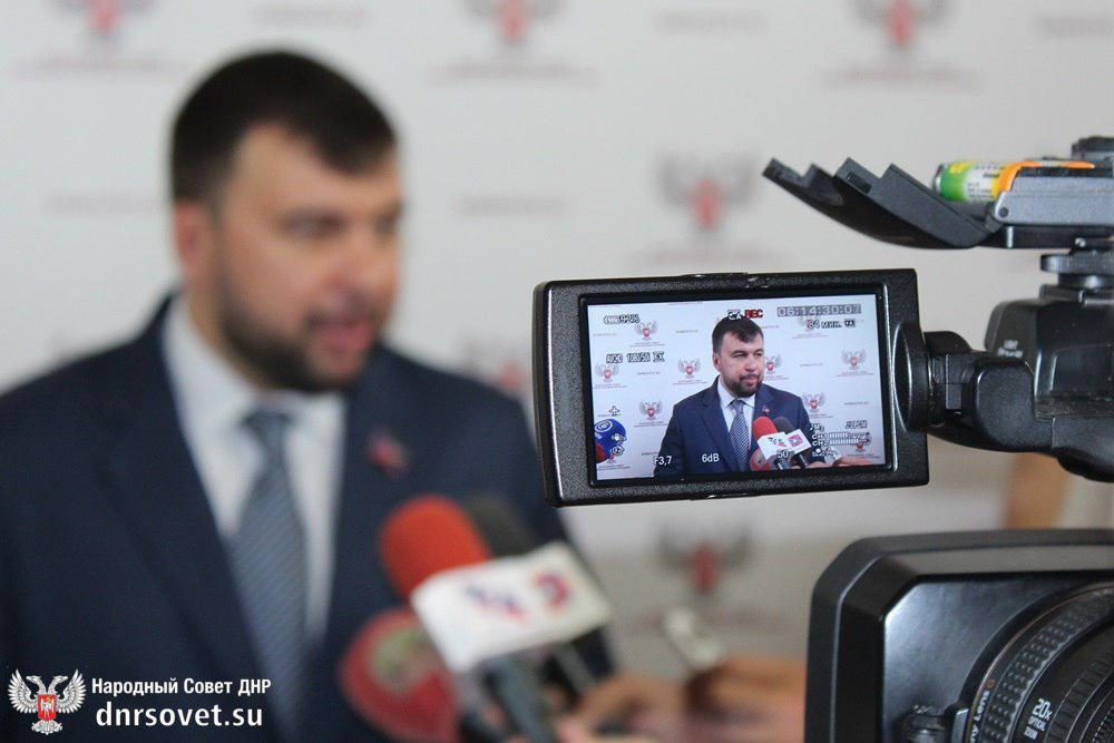 Врио Главы ДНР Денис Пушилин прокомментировал решение о возврате частных рынков законным владельцам