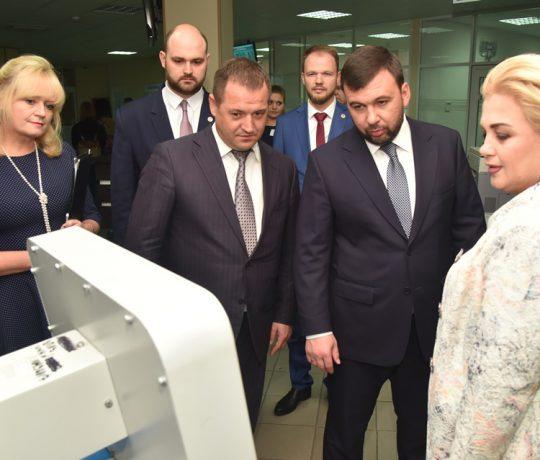Врио Главы ДНР Денис Пушилин посетил Единый регистрационный центр в Донецке