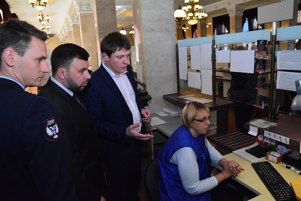 Врио Главы ДНР Денис Пушилин ознакомился с программными продуктами ГП «Почта Донбасса»