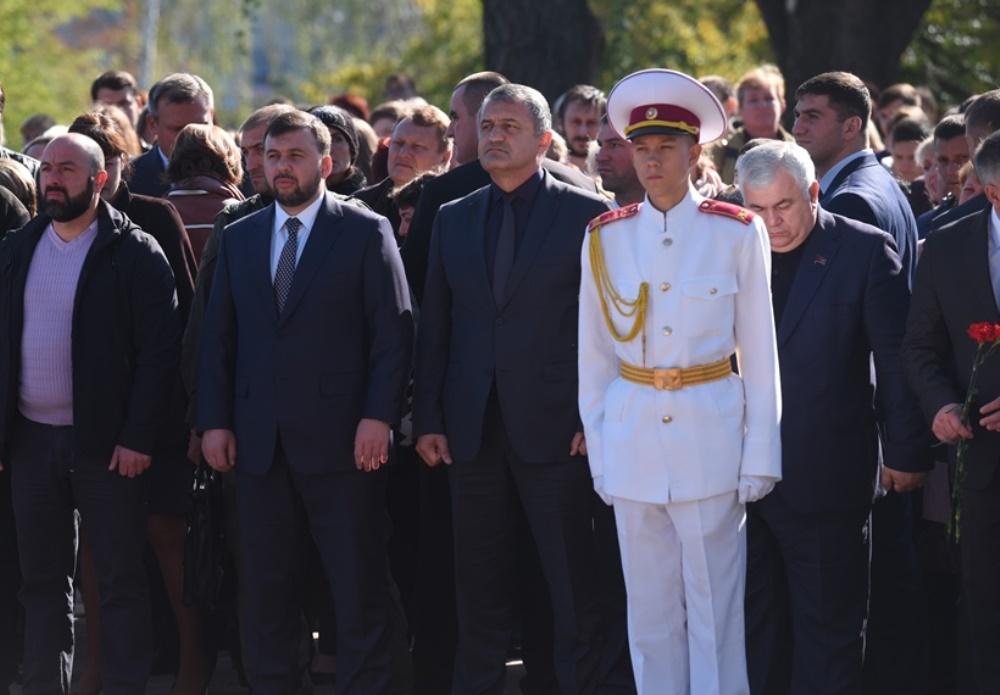 Врио Главы ДНР Денис Пушилин принял участие в митинге-реквиеме в память об Иосифе Кобзоне