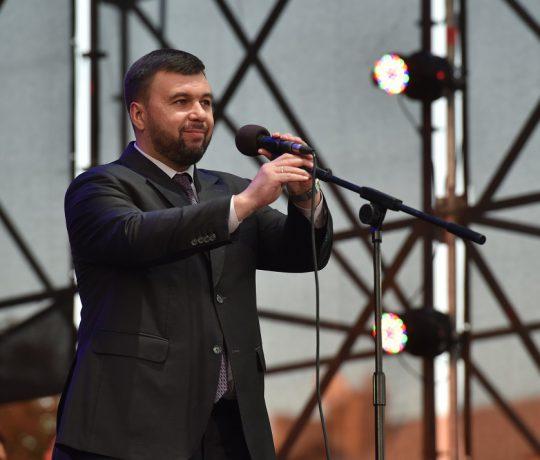Врио Главы ДНР Денис Пушилин поздравил жителей Республики с Днем Государственного флага