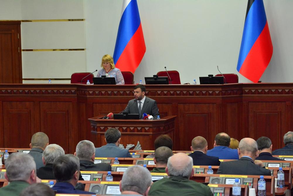 Врио Главы ДНР Денис Пушилин принял участие в церемонии гашения почтового блока, посвященного Народному Совету первого созыва