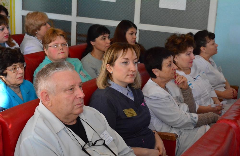 Врио Главы ДНР Денис Пушилин провел встречу с коллективом стоматологической поликлиники города Шахтерска