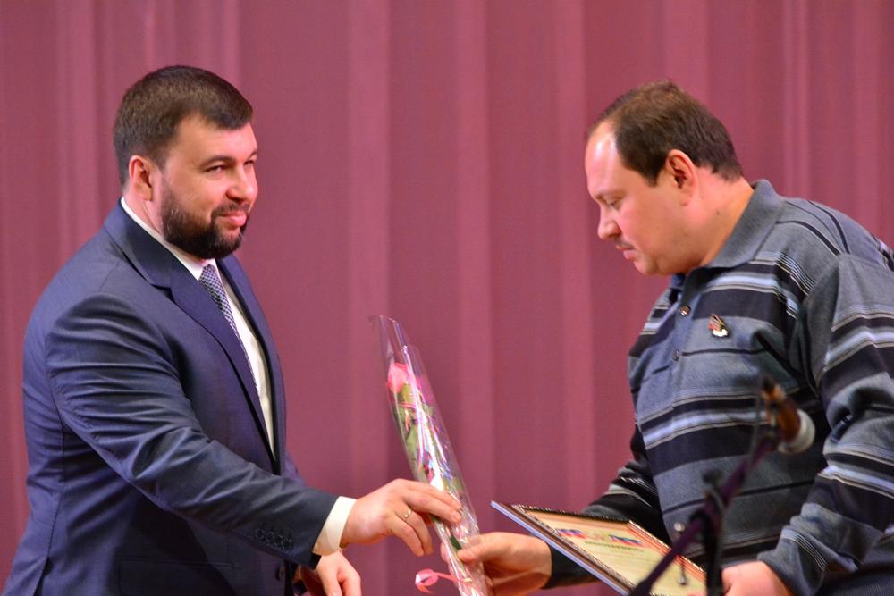 Глава ДНР Денис Пушилин поздравил энергетиков Республики с профессиональным праздником