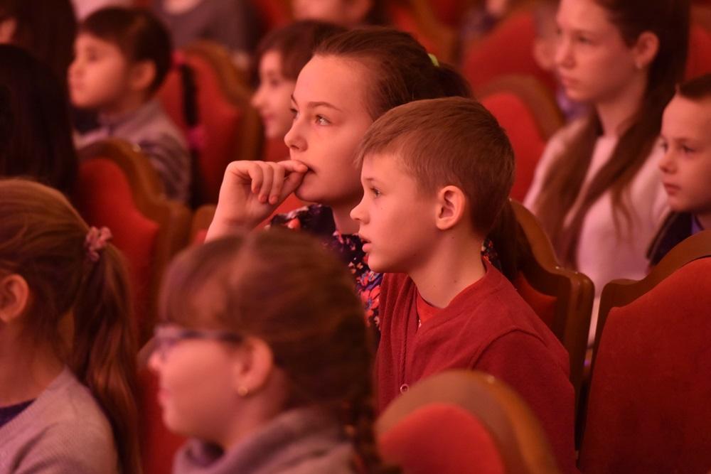 Денис Пушилин посетил новогодний утренник для детей-сирот и детей погибших военнослужащих