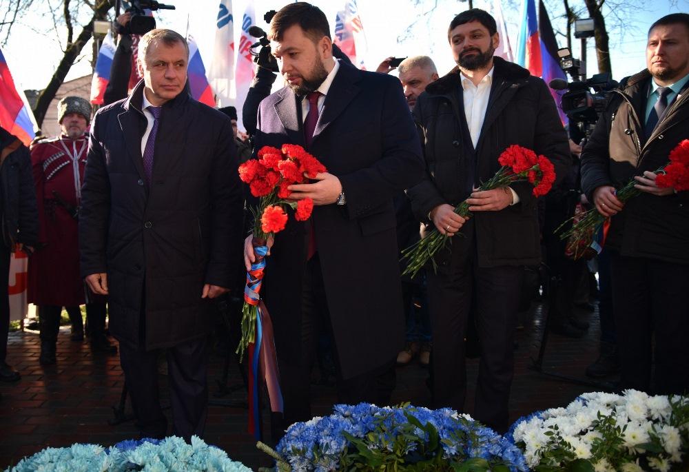 Делегация ДНР во главе с Денисом Пушилиным приняла участие в митинге в Симферополе по случаю 365-летия Переяславской рады