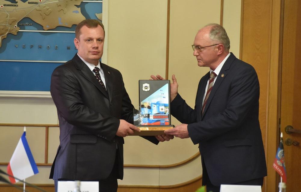 Глава ДНР Денис Пушилин встретился с Председателем Государственного Совета Республики Крым Владимиром Константиновым