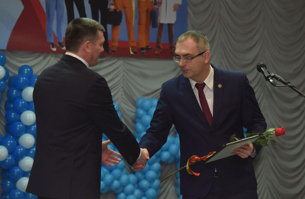 Глава ДНР Денис Пушилин поздравил с профессиональным праздником профсоюзных работников Республики