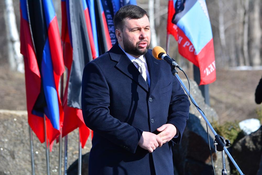 «Память отзывается болью о тех, кто ушел навсегда»: Денис Пушилин принял участие в митинге в честь воинов-интернационалистов