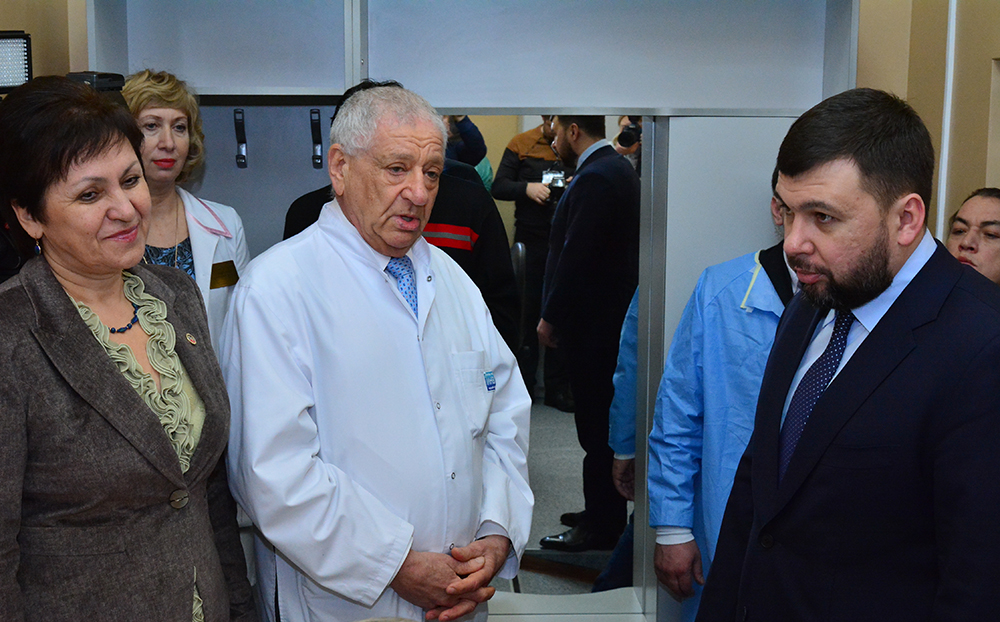 Глава ДНР Денис Пушилин открыл кабинет магнитно-резонансной томографии в ИНВХ им.Гусака