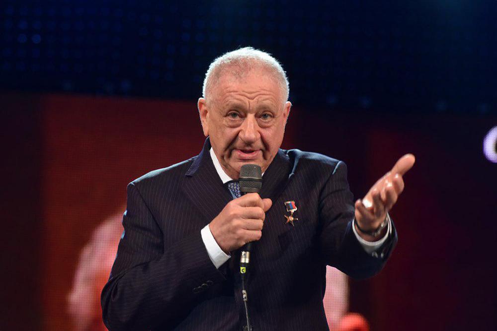 Глава ДНР Денис Пушилин присвоил звание заслуженного врача ДНР Эмилю Фисталю