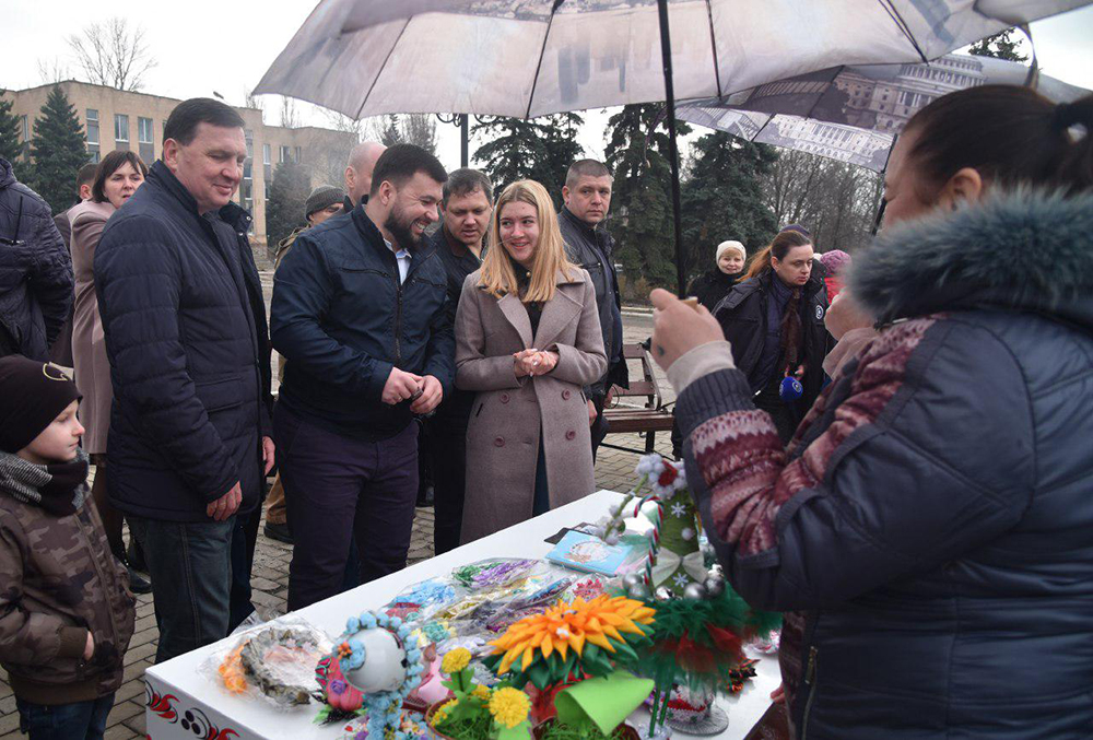 Глава ДНР Денис Пушилин принял участие в масленичных гуляньях в Амвросиевке