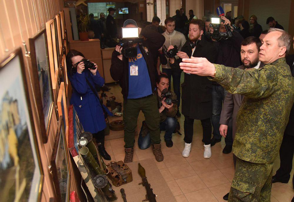 Глава ДНР Денис Пушилин посетил выставку, на которой представлены доказательства военных преступлений украинского правительства