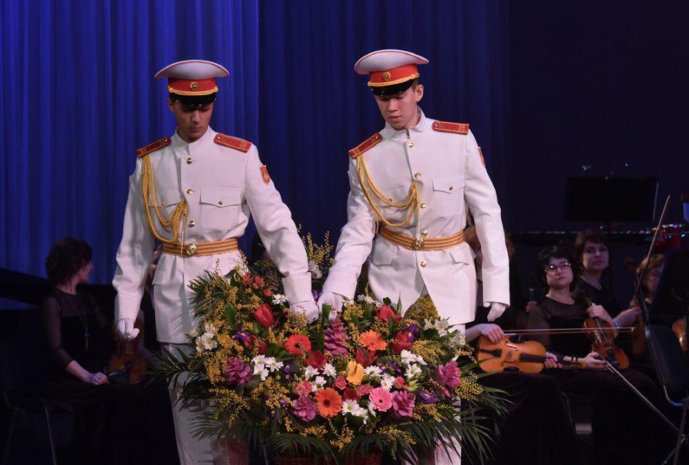 Денис Пушилин поздравил женщин Республики с 8 Марта