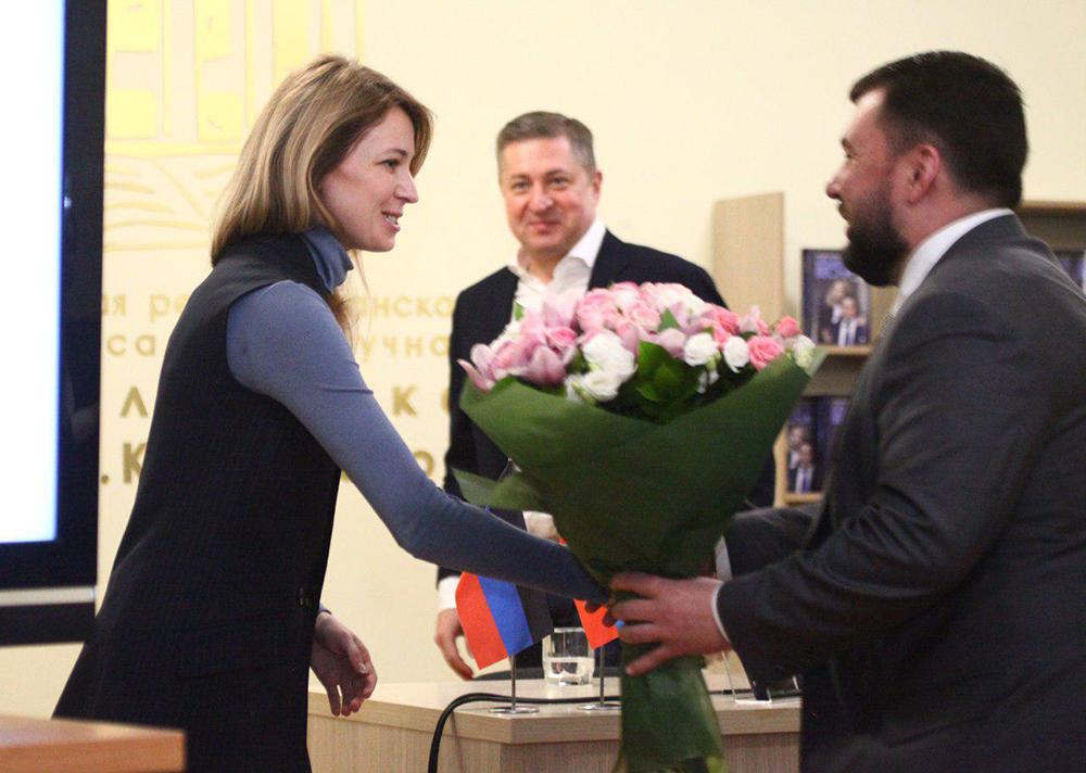 Глава ДНР Денис Пушилин поздравил Наталью Поклонскую и Ивана Соловьева с выходом в свет книги о событиях Крымской весны