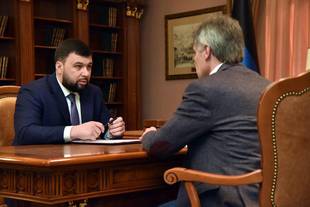 Глава ДНР Денис Пушилин провел совещание с министром транспорта Дмитрием Подлипановым