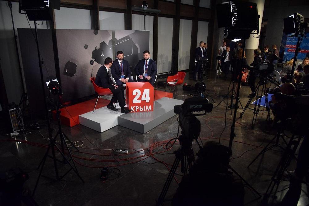 На ялтинском форуме Глава ДНР Денис Пушилин пообщался с российскими СМИ