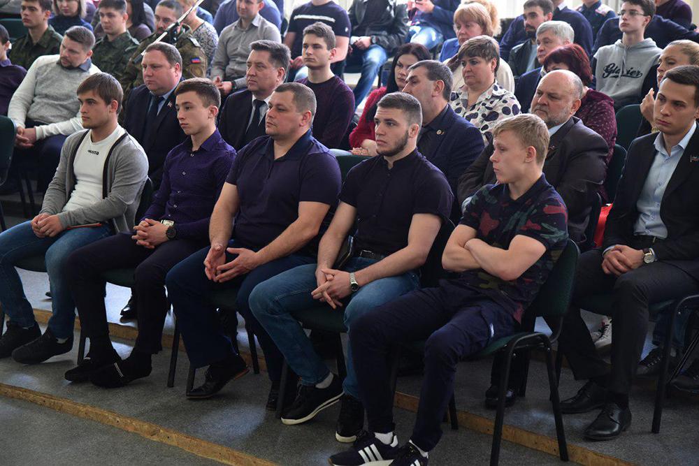 Глава ДНР Денис Пушилин провел встречу со спортсменами, тренерами и преподавателями спортивных дисциплин