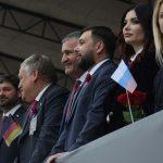 В Донецке состоялось многотысячное шествие «Лента времени», праздничную колонну возглавил Денис Пушилин