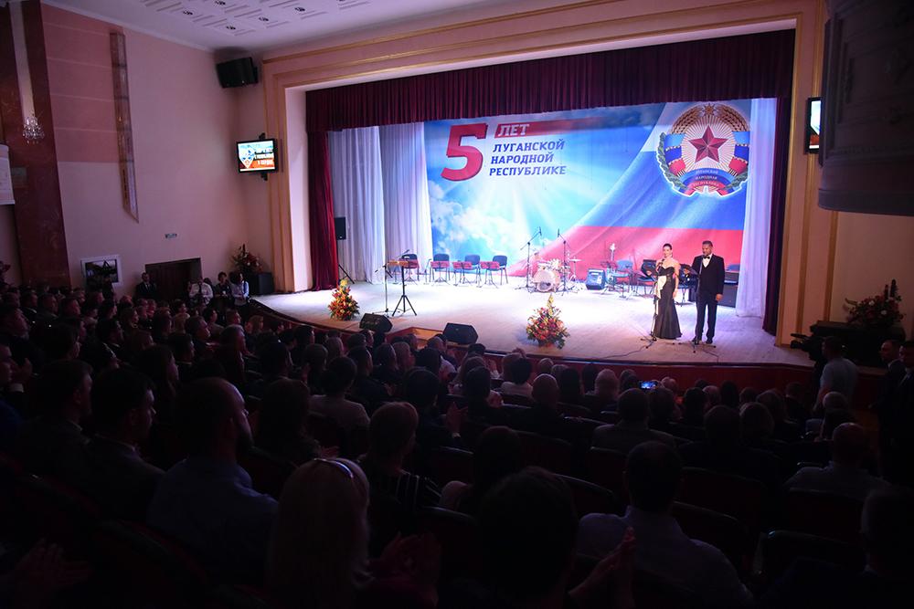 Глава ДНР Денис Пушилин поздравил жителей ЛНР с Днем Республики