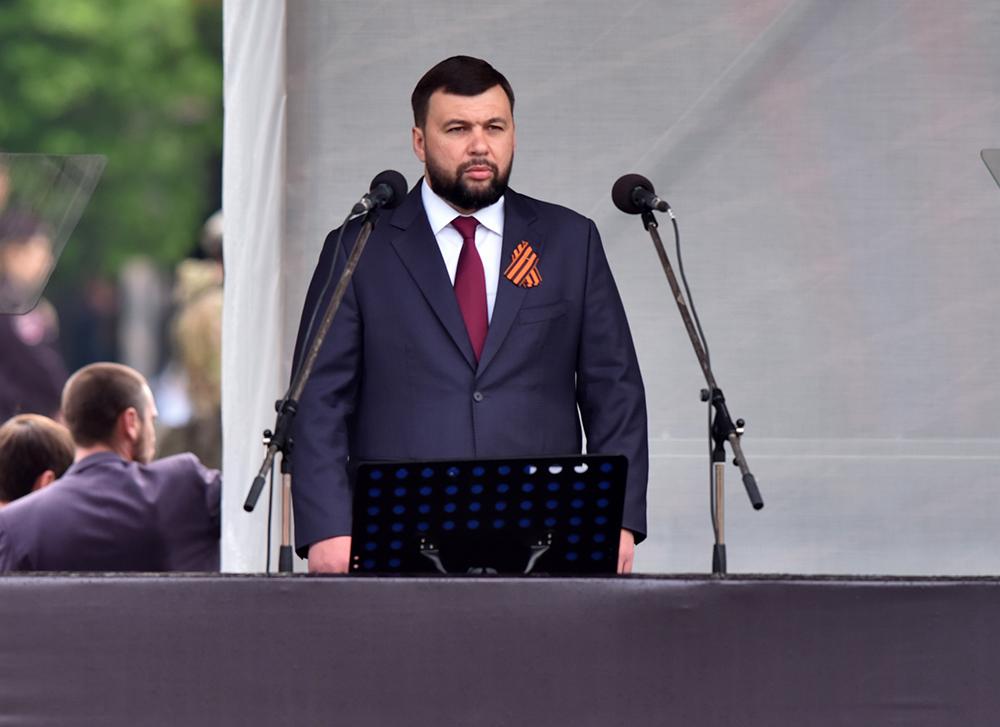 Глава ДНР Денис Пушилин принял участие в военном параде в честь Дня Победы