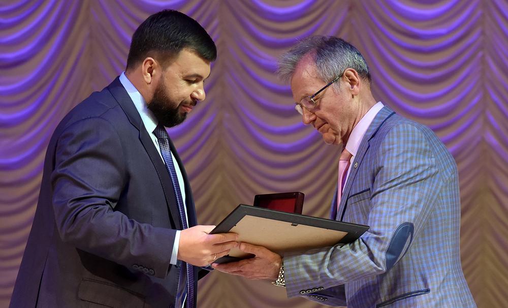 Глава ДНР Денис Пушилин вручил награды работникам сферы здравоохранения в преддверии профессионального праздника