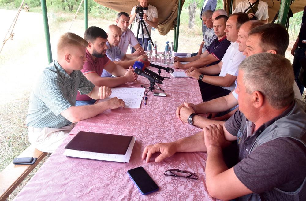 «Битва за урожай выигрывается не только на полях»: Денис Пушилин ознакомился с ходом подготовки к уборочной кампании