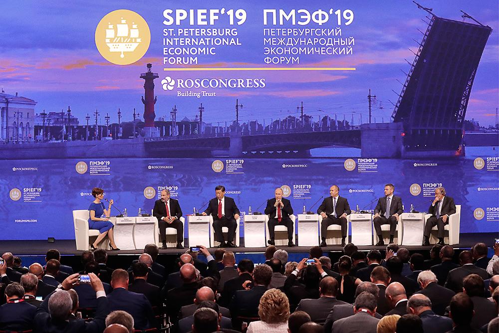 Глава ДНР Денис Пушилин посетил пленарное заседание ПМЭФ-2019 с участием Президента РФ и зарубежных политиков