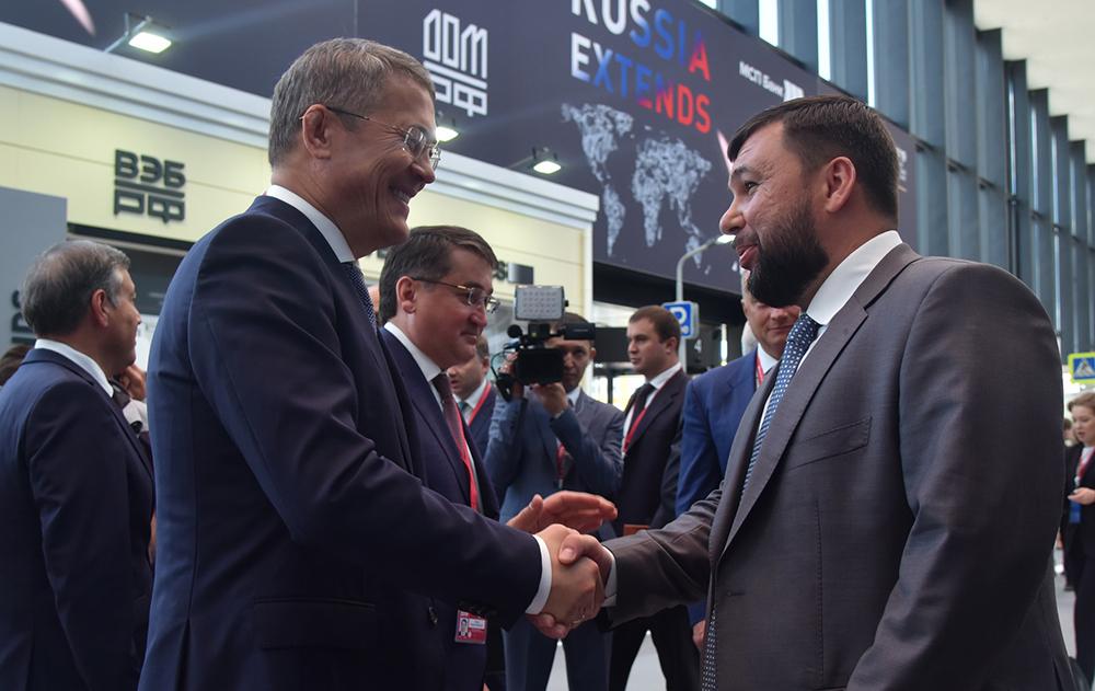 Глава ДНР Денис Пушилин ознакомился с презентациями перспективных российских и зарубежных проектов в рамках ПМЭФ-2019