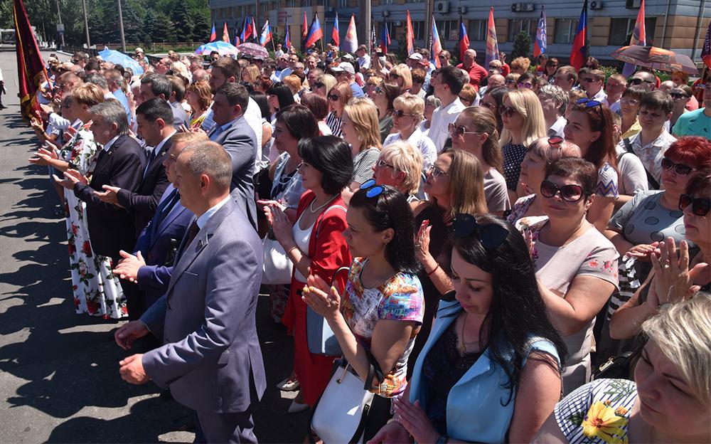 Денис Пушилин принял участие в открытии отреставрированного памятника «Коммунистический вексель» в Енакиево