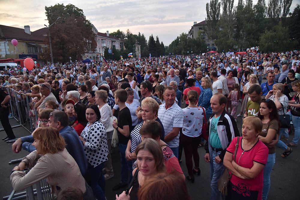 Глава ДНР Денис Пушилин поздравил жителей Харцызска со 150-летием города