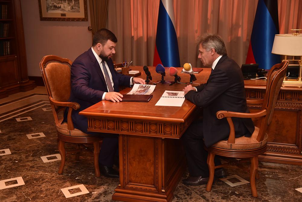 Глава ДНР Денис Пушилин заслушал доклад по восстановлению железнодорожного моста на перегоне Пантелеймоновка – Горловка
