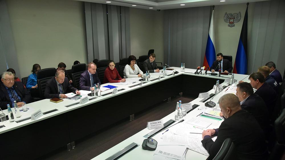 Глава ДНР Денис Пушилин поручил профильным ведомствам выяснить причину подземных толчков в Макеевке