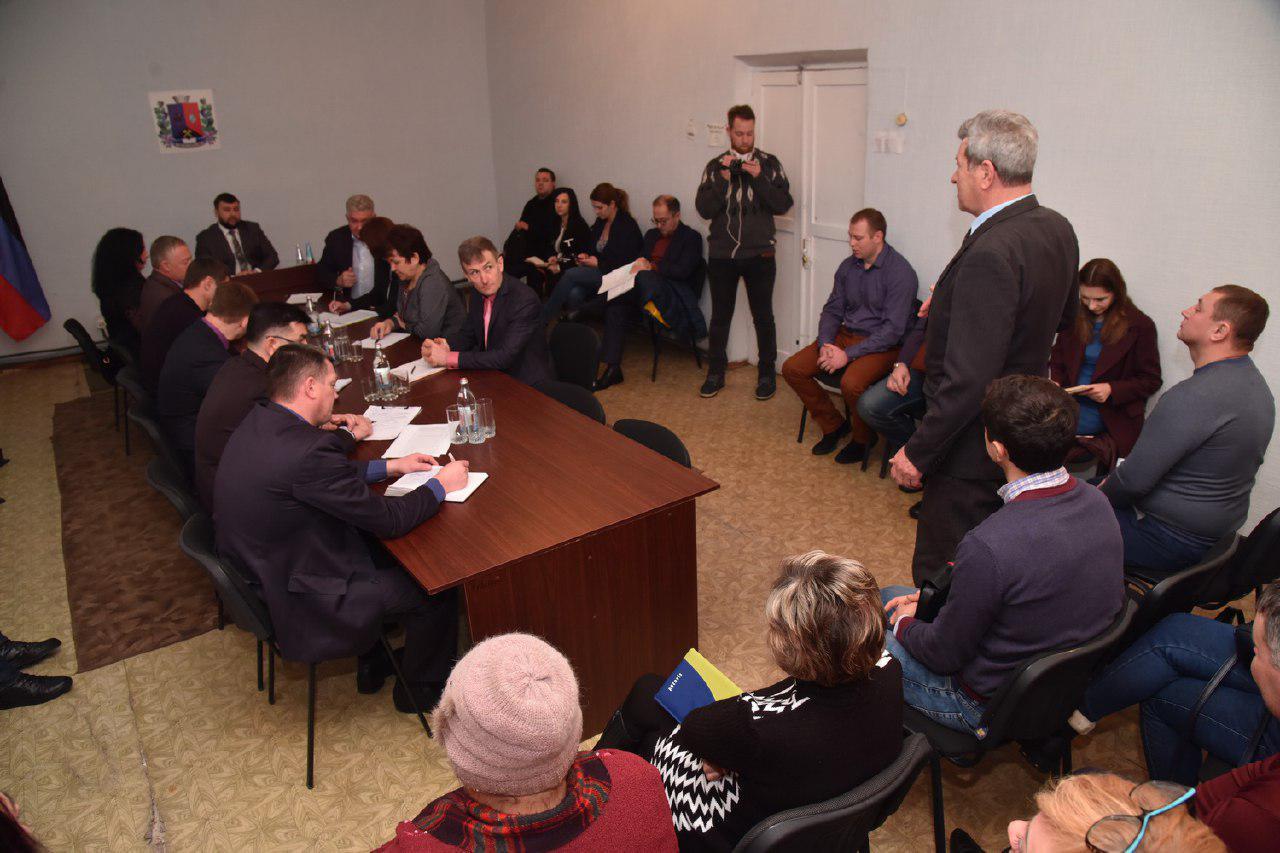 Глава ДНР Денис Пушилин провел открытый диалог с общественностью Иловайска