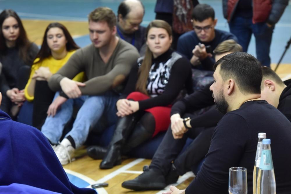 «У вас есть свобода действий»: Денис Пушилин призвал молодежь Республики проявлять больше инициативы и настойчивости