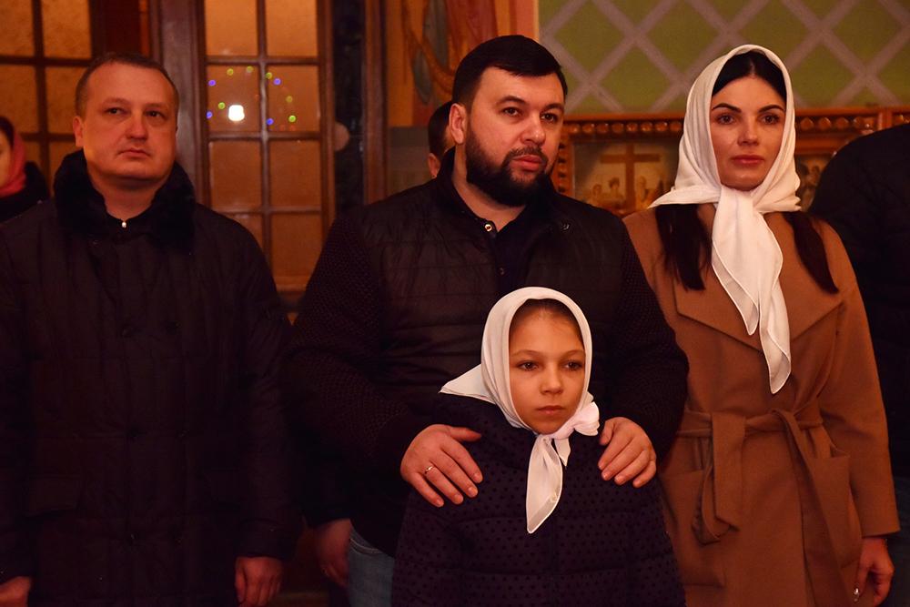 Глава ДНР Денис Пушилин посетил рождественское богослужение в одном из макеевских храмов