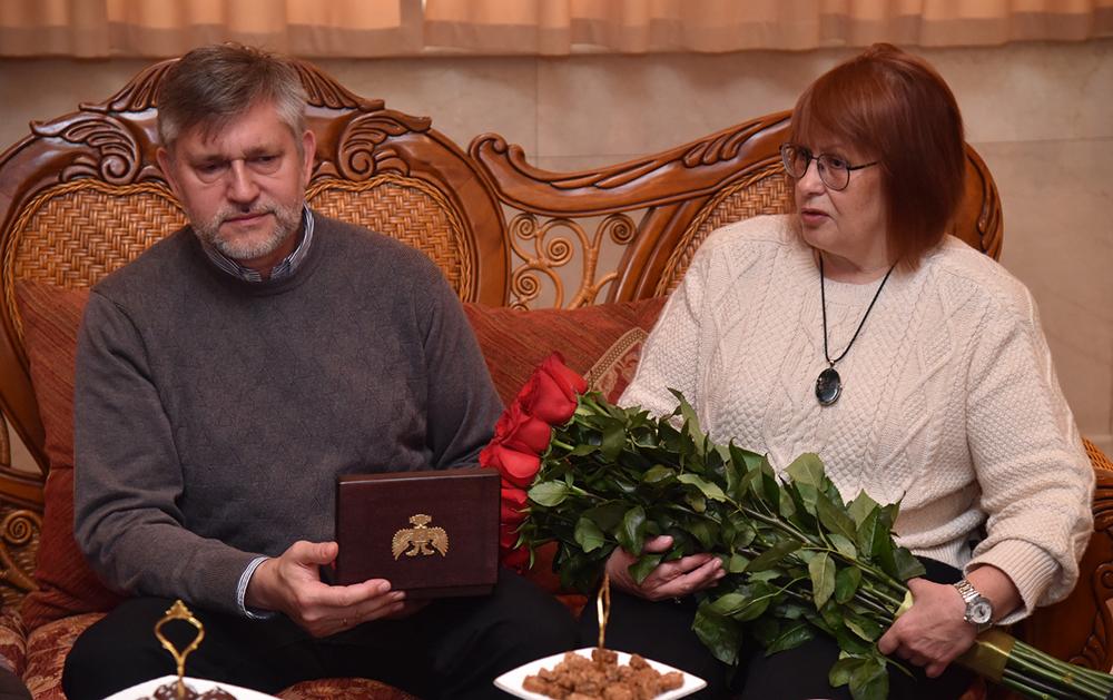 «Он один из наших героев, который жил среди нас и останется у нас в памяти»: Денис Пушилин встретился с родителями погибшего журналиста Всеволода Петровского