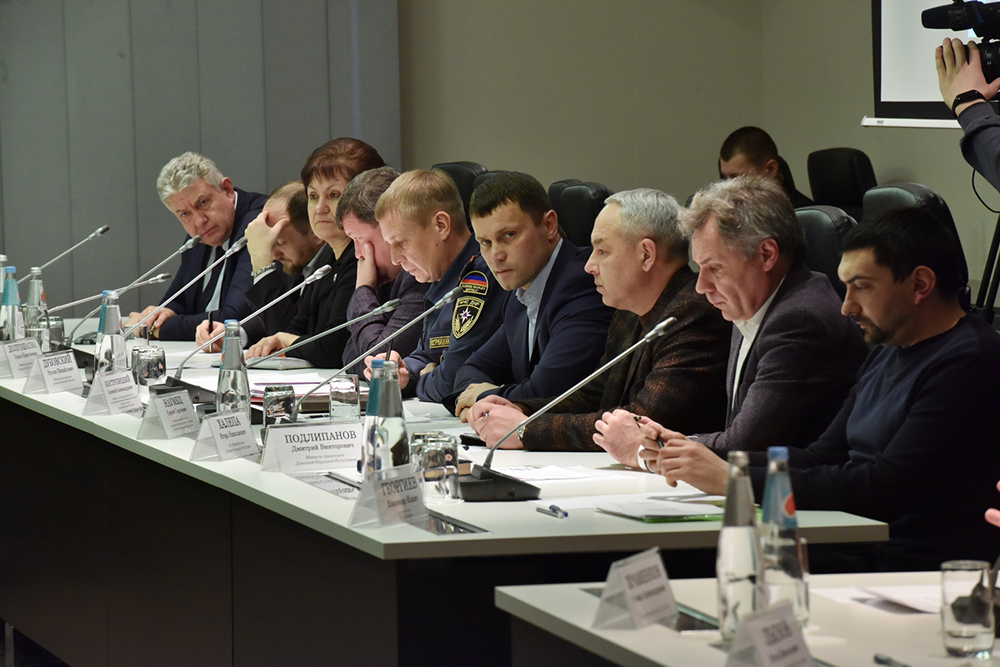 Глава ДНР Денис Пушилин провел оперативное совещание в связи со сложными погодными условиями
