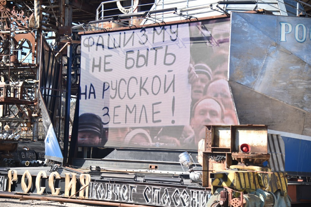 «У нас есть большая Россия, так давайте ее любить и верить в нее»: Денис Пушилин поздравил крымчан с годовщиной воссоединения с РФ