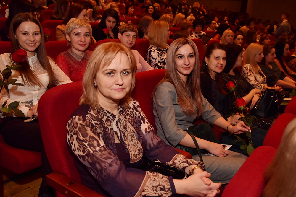 «Мы не устанем благодарить вас!»: Денис Пушилин поздравил женщин Республики с наступающим 8 Марта