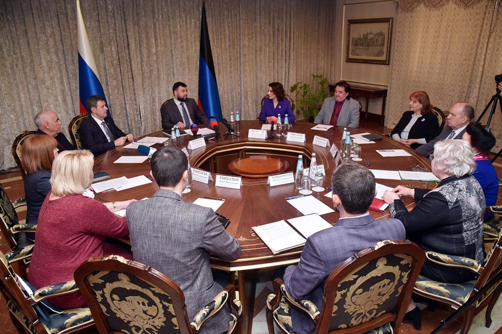 Глава ДНР Денис Пушилин встретился с работниками культуры Республики в преддверии их профессионального праздника