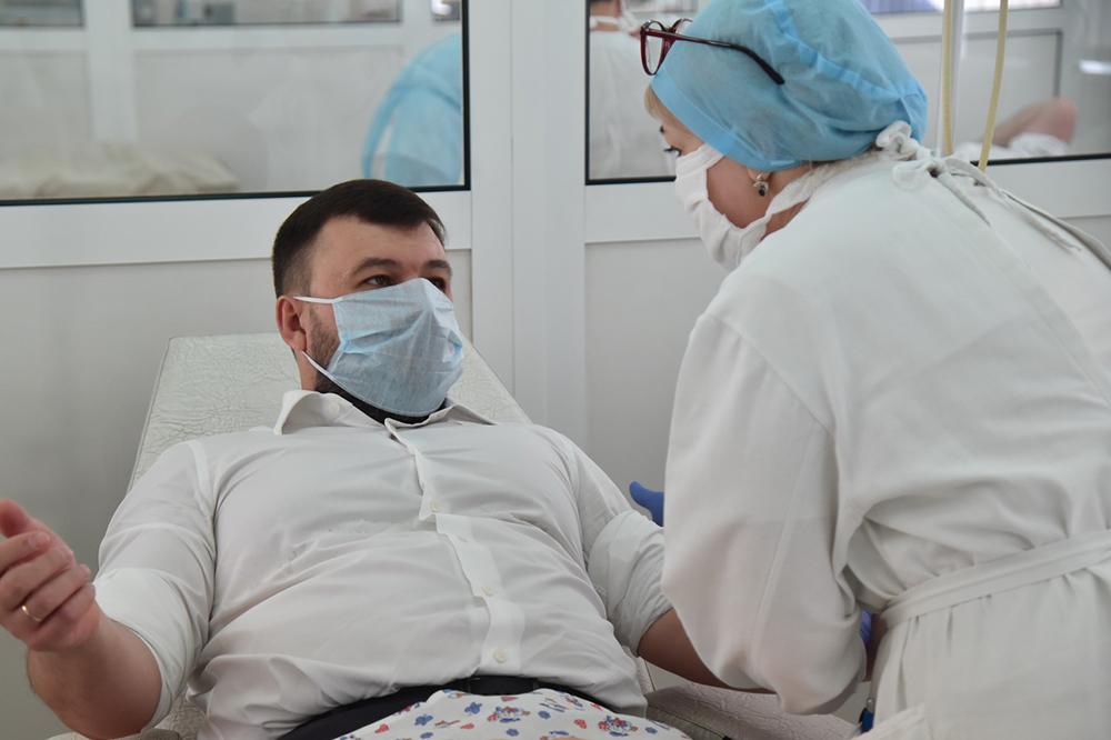 Глава ДНР Денис Пушилин принял участие в акции по сдаче крови