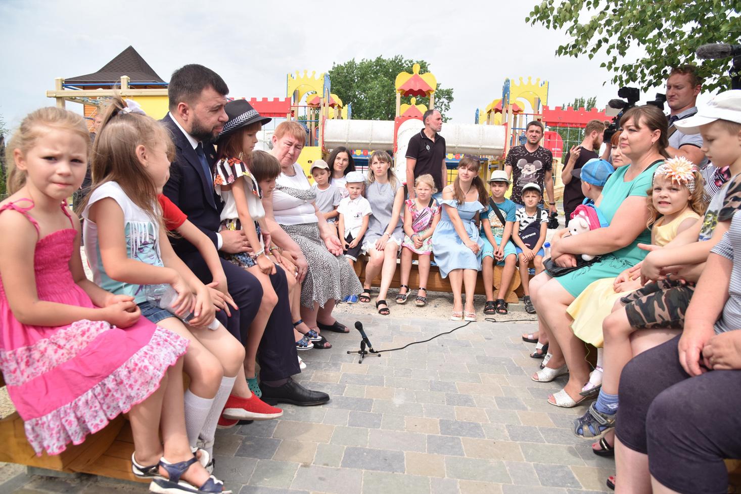 Дистанционное обучение, увеличение пособий на детей, работа «Стирола»: Денис Пушилин ответил на вопросы жителей Горловки