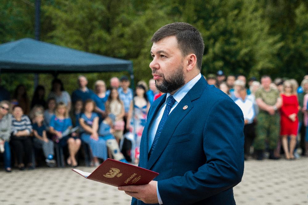 «Не дать врагу шанса»: Денис Пушилин поздравил будущих сотрудников органов госбезопасности с завершением учебы