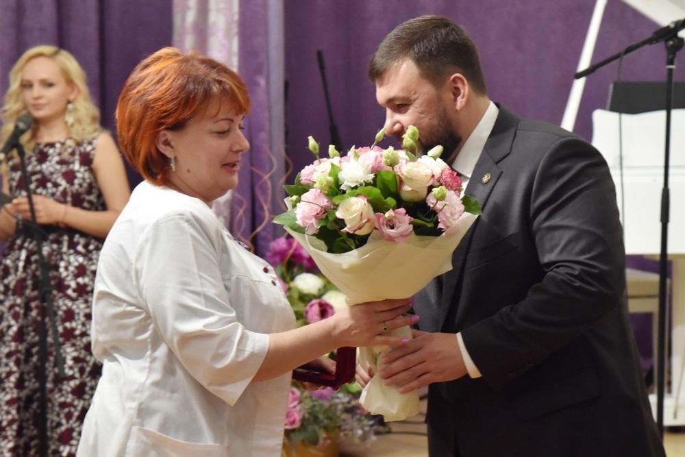 Глава ДНР Денис Пушилин наградил медиков Республики за личный вклад в борьбу с коронавирусом