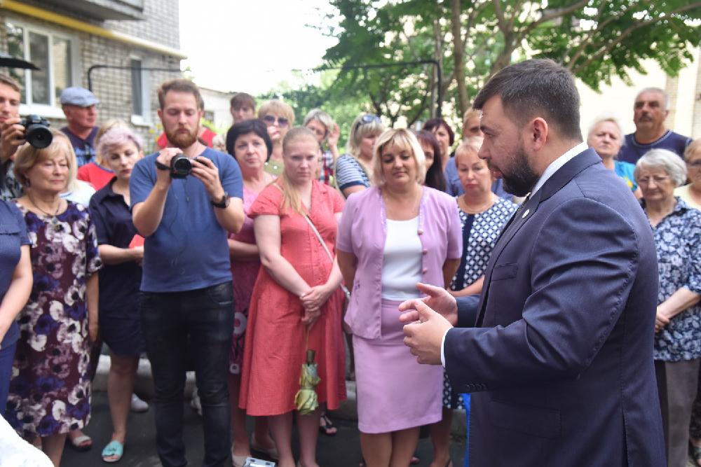 Денис Пушилин ответил на вопросы жителей Ясиноватой