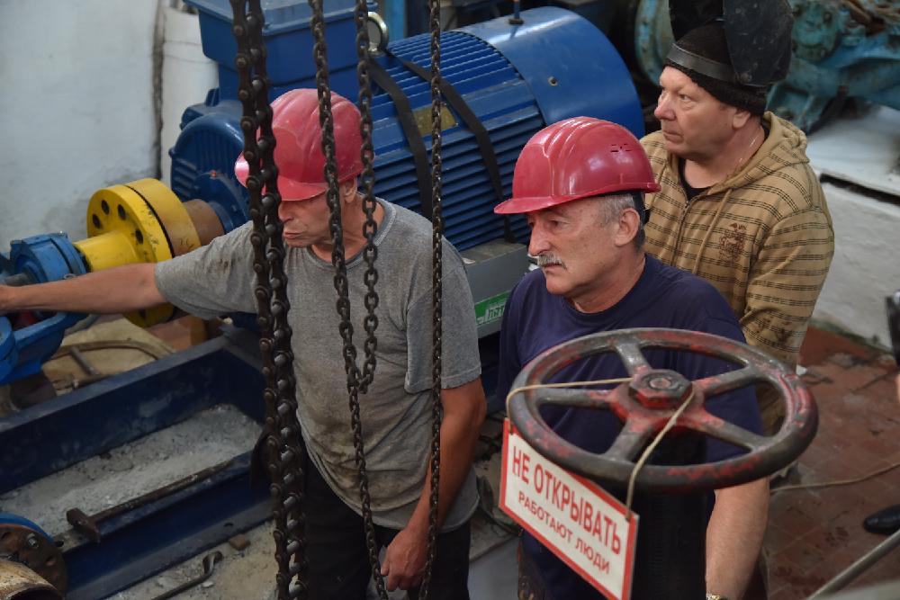 Глава ДНР Денис Пушилин поручил до середины ноября устранить проблему водоснабжения в поселках близ Снежного
