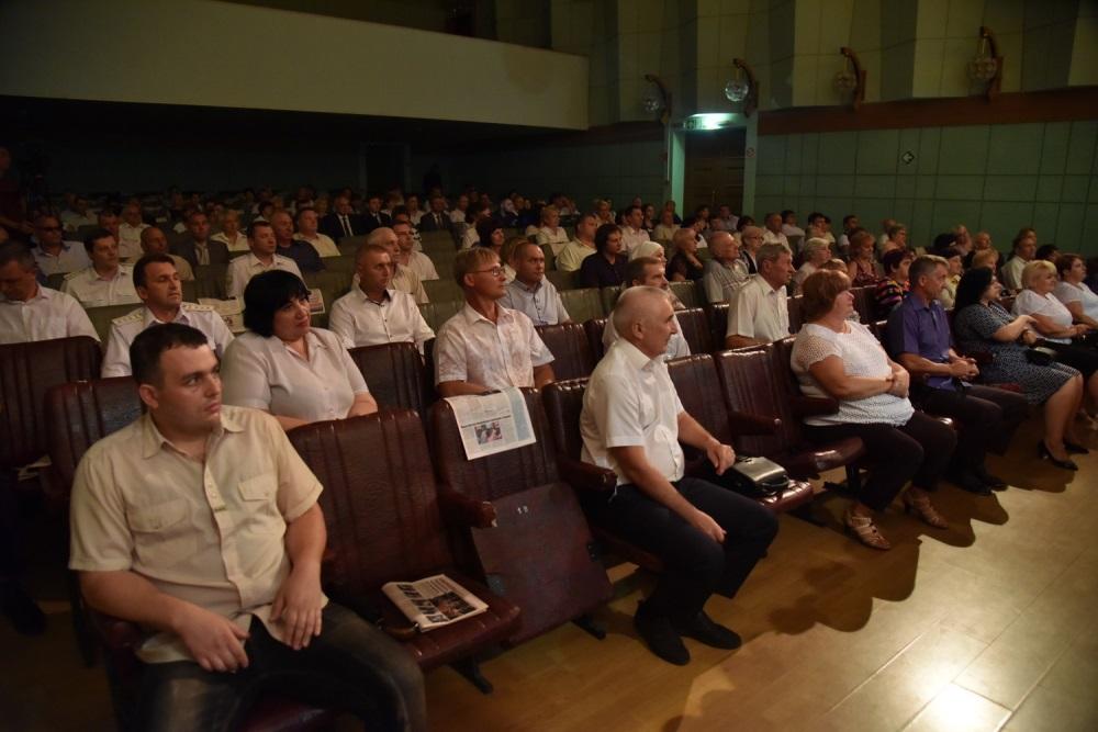 Глава ДНР Денис Пушилин вручил государственные награды железнодорожникам