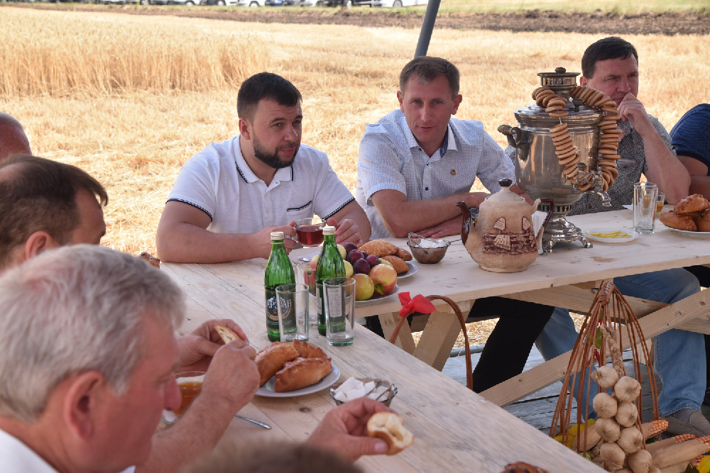 Уборочная кампания, экспорт зерна, господдержка аграриев: Денис Пушилин провел выездное совещание по вопросам продовольственной безопасности